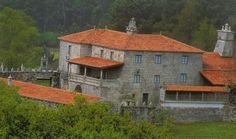 Pazos de Orbán en Vilamarín. Ourense Amazing Houses, Terra, Home Goods, Portugal, Cabin, Mansions, House Styles, Home Decor, Castles