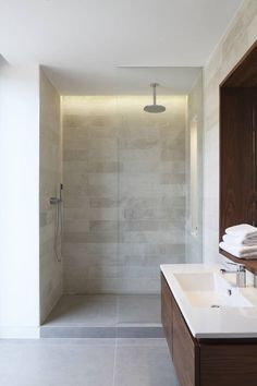 Macauley Road Townhouses, Clapham : Modern bathroom by Squire and Partners