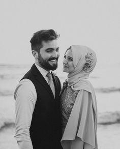 Görüntünün olası içeriği: 2 kişi, ayakta duran ins Wedding Couples, Cute Couples, Couple Posing, Couple Photos, One Banana, Wedding Photography Poses, Muslim Couples, Cute Love Quotes, Vintage Chanel