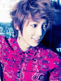 Boyfriend ' youngmin Youngmin Boyfriend, Jo Youngmin, Boyfriend Memes, Fans Cafe, Starship Entertainment, Pop Group, Twins, Best Friends, Smile