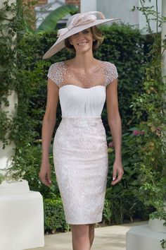 See the latest collections for mother-of-the-bride outfits, from glamorous dresses Mother Of The Bride Fashion, Mother Of Bride Outfits, Mother Of Groom Dresses, Bride Groom Dress, Groom Outfit, Mothers Dresses, Mother Bride, Bride Suit, Mob Dresses
