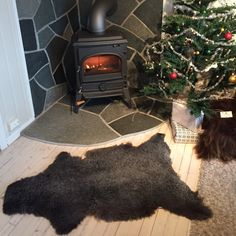 A sheepskin rug adds warmth and hygge to your Christmas home. Prepare yourself for the upcoming holidays well in advance, and get the rug YOU want before it's gone! 😃