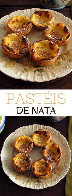 Pastéis de nata | Food From Portugal. Experimente estes pastéis típicos Portugueses. Recheados com um delicioso creme polvilhado com canela e açúcar, o impossível mesmo é resistir. #pastéis #receita