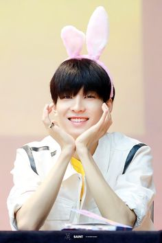 why he so cute? Seventeen Wonwoo, Seventeen Debut, Woozi, Jeonghan, Min Gyu, Vernon Hansol, Won Woo, Joshua Hong, Adore U