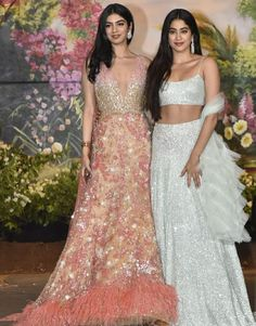 Indian Wedding Outfits, Indian Outfits, Indian Weddings, Sonam Kapoor Wedding, Lehnga Dress, Lehenga Choli, Lehenga Blouse, Sharara, Indian Attire