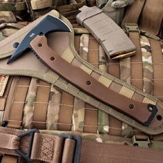 Hardcore Hardware Australia LFT01 Tactical Tomahawk Coyote G-10: Sports & Outdoors