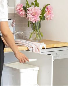 Want to integrate more smart and functional storage in your kitchen? You can keep waste concealed and out of sight with our base mount pullout bins, also allowing for extra floor space if you're currently using a stand-alone bin! . . . #kaboodle #kaboodlekitchen #heveabenchtop #buttermilkdoors #designideas #kitchenstorage #interiorsinspo