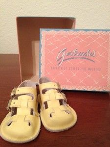 VINTAGE GERTRUDE'S YELLOW BABY PRE-WALKERS (NEW) COLLECTIBLE IN BOX