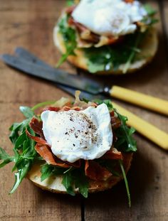 Bagel breakfast sandwich with crisp prosciutto and poached egg