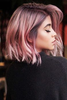 Feathered Medium Style Pink mediumhair bob ❤️ Let us guide you in the world of medium hair styles. We have a collection of the trendiest hairstyles for ladies with shoulder length hair. Medium Hair Cuts, Medium Hair Styles, Curly Hair Styles, Hair Color Pink, Cool Hair Color, Pastel Pink Hair, Pink Ombre Hair, Cabelo Rose Gold, Rose Gold Hair
