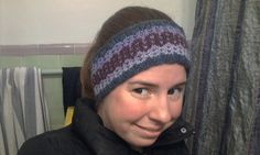 Since wearing a ponytail makes wearing a fitted skull cap awkward... I decided to make a headband using the same yarns and the same design a...