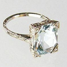 Aquamarine Ring ca LOVE it! Same diamond I have in my engagement ring(: Bijoux Art Deco, Art Deco Jewelry, Jewelry Rings, Jewelry Accessories, Fine Jewelry, Jewlery, Jewelry Ideas, Antique Jewelry, Vintage Jewelry