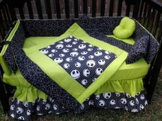 Nightmare Before Christmas bedspread for crib, cute! Green for boys or purple for girls. Just perfect :) Jack Skellington crib babies nursery Jack Nightmare Before Christmas, Baby Boy Nurseries, Baby Cribs, Boy Nursey, Jack Skellington, Gothic Baby, Christmas Baby Shower, Christmas Mix, Disney Christmas