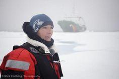 Oscarová herečka a scénáristka Emma Thompson (známá hlavně z flmů o Harry Potterovi) a její 14 letá dcera Gaia Wise se v sobotu 2. srpna vydaly na lodi Greenpeace do Arktidy, aby podpořily kampaň za záchranu tohoto jedinečného životního prostředí.  Čtete na ►►► www.bit.ly/Emma-Thompson-je-s-Greenpeace-v-Arktide