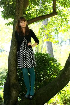 b/w dress with teal tights...need teal tights...