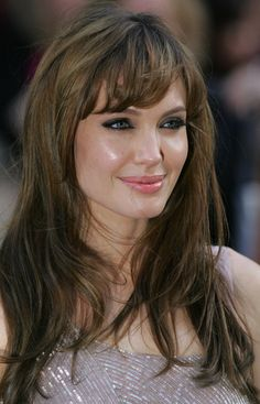 Jav I The Best Hot & Sexy Actress in World: Angelina Jolie Hair. Angelina Jolie Fotos, Angelina Joile, Angelina Jolie Pictures, Haircuts With Bangs, Le Jolie, Beautiful Celebrities, Hairdresser, Her Hair, Victoria Beckham