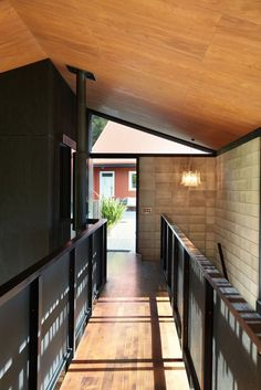 Gallery of Inland House / Gerrad Hall Architects - 14
