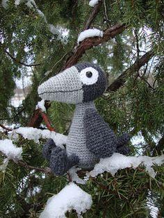 Variksen villat: Virkattu varis Snowman, Dinosaur Stuffed Animal, Teddy Bear, Toys, Outdoor Decor, Animals, Activity Toys, Animales, Animaux