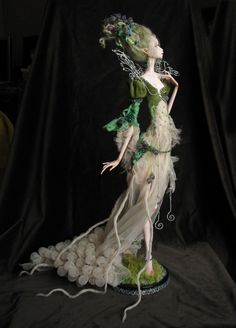OOAK Doll Titania doll - I love the pose and the fragility. A pixie fairy, lovely and serene. Clay Dolls, Bjd Dolls, Marionette, Paperclay, Doll Maker, Fairy Dolls, Art Plastique, Ball Jointed Dolls, Oeuvre D'art