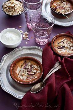"Gratin di frangipane e prugne [Guest post by Sylvie Shirazi - ""Gourmande in the kitchen""] Gluten Free Sweets, Gluten Free Baking, Paleo Dessert, Dessert Recipes, Desserts, What Recipe, Mousse, Grain Free, Food Inspiration"