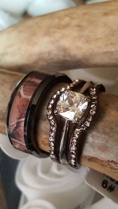 The most beautiful camo wedding ring set anywhere. A size to fit everyone, Women's Set is available in whole sizes 5, 6, 7, 8, 9, 10, 11. The Men's Band is available in sizes 7, 8, 9, 10, 11, 12, 13,
