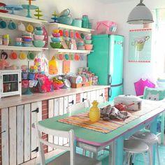 Home Decor Kitchen, Home Kitchens, Diy Home Decor, Kitchen Design, Kitchen Ideas, Deco Cool, Home And Deco, Retro Home, Kitchen Colors