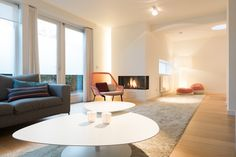 vitra slowchair- bic carpets sand-big shadow cappellini - domez interieur architecten
