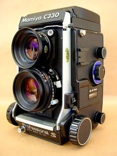 Mamiya C330. Okay I'm not even really sure what's going on, but this looks neat.