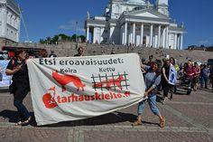 Turkistarhauksen vastainen 500 hengen mielenosoitus Helsingissä 18.6.2013.