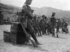 Troops of the Māori Pioneer Battalion at Gallipoli. By the end of the war, 2227 Maori and 458 Pacific Islanders served in the battalion, fighting at Gallipoli and afterwards on the Western Front. Of these, 336 died on active service and 734 were wounded. Ww1 Soldiers, Wwi, World War One, First World, Gallipoli Campaign, History Online, British Soldier, Military History, New Zealand