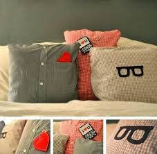 Use for making memory pillows Ducklings In A Row - Hair + DIY Tutorials: DIY Pillows Made from Daddy's Shirts Diy Pillows, Cushions, Throw Pillows, Shirt Pillows, Pillow Ideas, Funny Pillows, Couch Pillows, Do It Yourself Ikea, Decoracion Low Cost