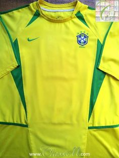 Relive Brazil's 2002/2003 international season with this original Nike home football shirt.