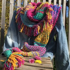 Šála barevná s třásněmi Crochet, Fashion, Tejidos, Moda, Fashion Styles, Ganchillo, Crocheting, Fashion Illustrations, Knits