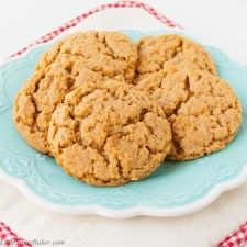 These cookies are a perfect balance of sweet and salty. They are soft and melt-in-your-mouth good. Made from natural pb, gluten-free, no butter, no white sugar, quick and easy to make. Healthy Recipe Videos, Healthy Recipes, Healthy Snacks, Nutritious Snacks, Keto Recipes, Vegetarian Recipes, Healthy Eating, Graham, Breakfast Food List
