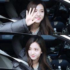 [Fan-taken] Jisoo leaving SBS Inkigayo 050217 Cr: 960116_dot - - - #kpop #yg #ygentertainment #ygfamily #kimjisoo #jisoo #jennie #blackpink #lisa #rosè #블랙핑크 #지수 #제니 #리사 #로제