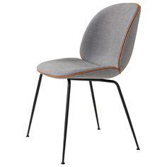 Beetle stol, grå/konjak läder – Gubi – Köp online på Rum21.se