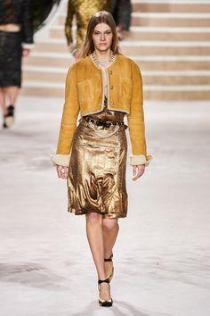 Chanel Pre-Fall 2020 Fashion Show - Vogue Fashion Week, Fashion 2020, Runway Fashion, High Fashion, Fashion Show, Fashion Outfits, Fashion Design, Winter Fashion, Vogue Paris