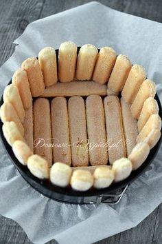 Pyszna, malinowa pianka obtoczona po bokach i od spodu podłużnymi biszkoptami. Lekki i nie za słodki deser z wykorzystaniem malin.