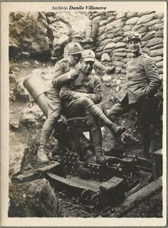 Italian soldiers with artillery piece, WWI