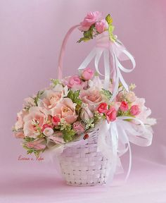 Уютный мир...: Сладкое великолепие от Елены Креховой This lovely Flower Girl Basket is perfect for any wedding theme.