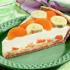 De monchoutaart met mandarijn en banaan is eenvoudig klaar te maken. Het recept is tevens goed van smaak door het gebruik van citroensap en vanille.