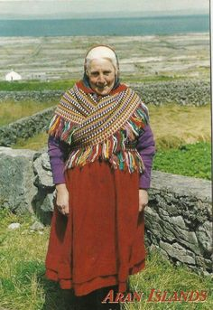 Woman in Traditional Irish dress worn on the Aran Islands, Ireland. Ireland People, Backpacking Ireland, Ireland Weather, Scottish Culture, Old Irish, Irish Girls, Irish Traditions, Koh Tao, People Of The World