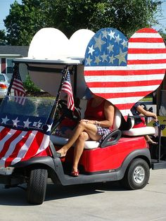 Many campgrounds hold contests and parades for of July! Here are some fun of July Decoration Ideas for Your Campsite and Golf Cart. 4th Of July Parade, Fourth Of July, Bike Parade, Modern Contemporary Homes, I Love America, 4th Of July Decorations, Golf Carts, Memorial Day, Diy