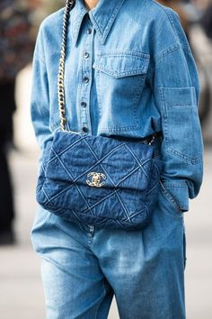 - Street style: our favorite looks from Paris Fashion Week fall-winter – Page 4 Street Style Trends, Paris Fashion Week Street Style, Street Style Jeans, New York Fashion, Street Style Outfits, La Fashion Week, Look Street Style, Fashion Mode, Cool Street Fashion