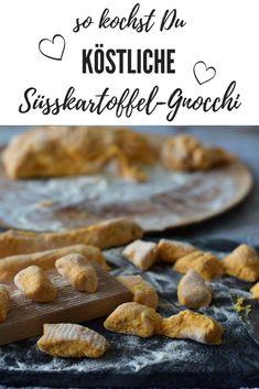 Süßkartoffel Gnocchi einfach und lecker. Hier findest Du jetzt mein Grundrezept für Süßkartoffel Gnocchi. Du kannst es nach Belieben abwandeln. Ob du die Süßkartoffel Gnocchi als Hauptgericht oder Beilage servierst…mit Käse überbacken oder in Butter geschwenkt.