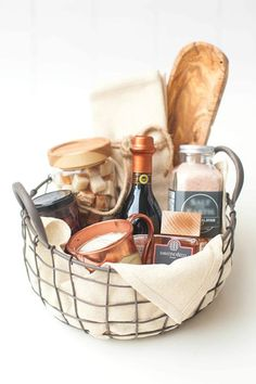 Basket Gifts Get creative with these easy ideas homemade Christmas gifts that anyone would love. Choose from gifts to pull together in a basket or whip up yourself. Christmas Gift Baskets, Homemade Christmas Gifts, Homemade Gifts, Diy Christmas, Mother Christmas Gifts, Homemade Food, Homemade Easter Baskets, Diy Gift Baskets, Basket Gift
