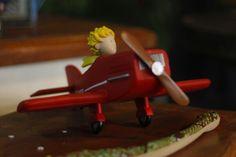 Le petit prince airplane http://www.laboutiquedupetitprince.com Photo by Angelita Fotografia  Decoration by T&C Party Design  Rio de Janeiro - Brazil   #thelittleprince #lepetitprince #derkleineprinz #party #decoration #kids #first #birthday #birthdayparty