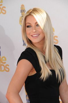 Julianne Hough - I want to be this platinum blonde Cheveux Julianne Hough, Actrices Hollywood, Tape In Hair Extensions, Blonde Women, Hair Day, Her Hair, Blonde Hair, Cool Hairstyles, Hairstyle Ideas