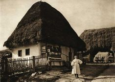 "Photos are taken from the book ""Romania: nature, buildings, folk life"" Kurt Hielscher , Leipzig, 1933, with a preface signed Octavian Goga.  Fildul-de-Mijloc,-casa-taraneasca - case traditionale romanesti"