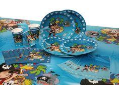Kit anniversaire pirate 25 pièces DYNASTRIB Composé d'assiettes, de gobelets, de serviettes, de sacs à bonbons et d'une nappe